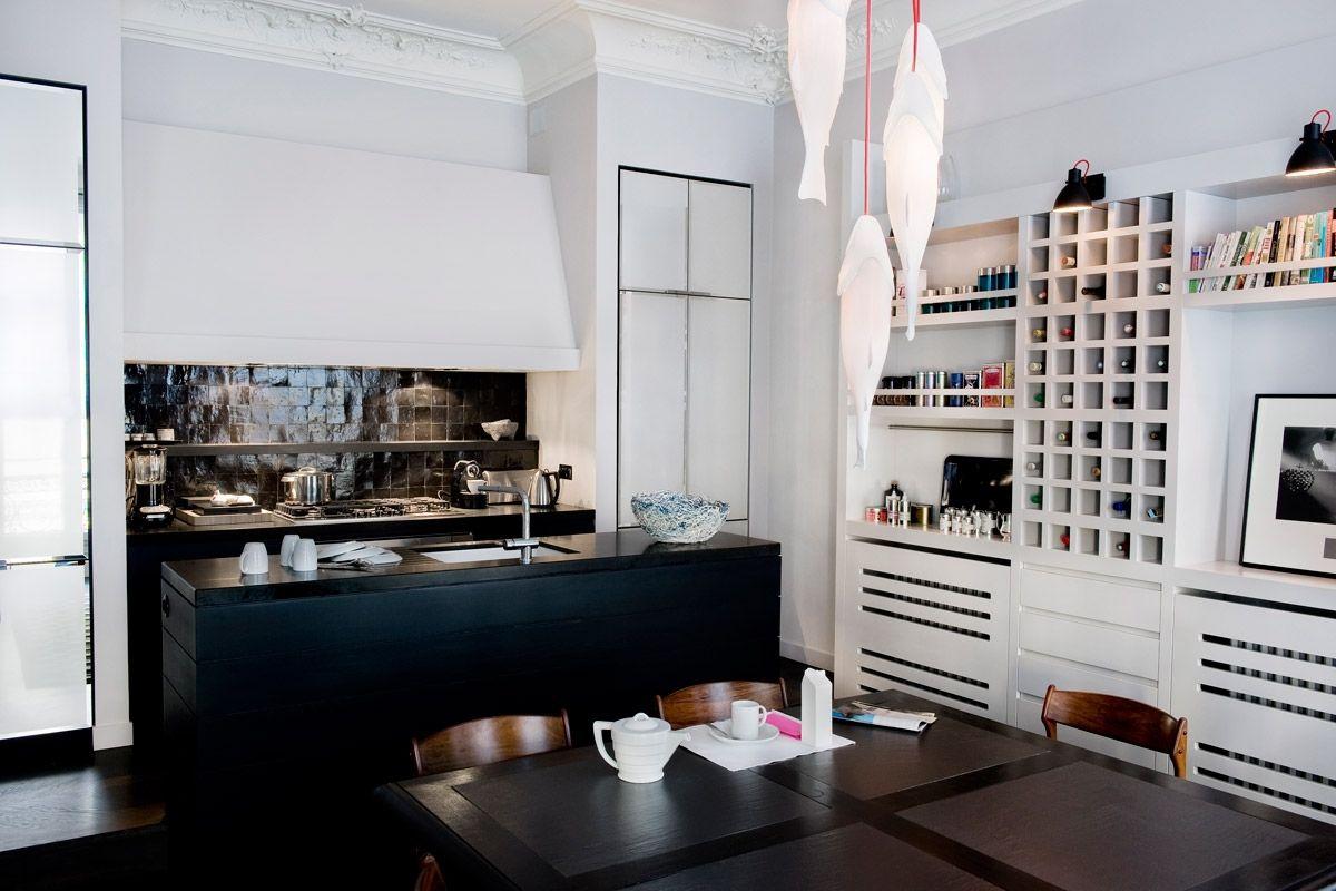 Apartamento en olaimar París con molduras clásicas y mueble moderno