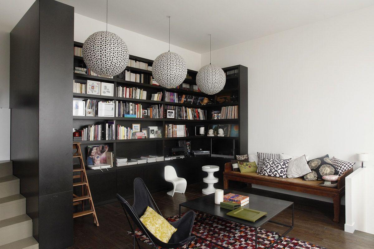 una librería en negro olaimar